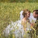 На прогулке за городом. Свадьба Сергея и Наталии в Старом Осколе на фото.