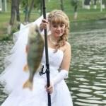 Невеста на рыбалке, фото свадьбы в Губкине.